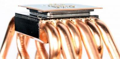 Warped Skylake CPU due to Heatsink pressure (Photo: PCGamesHardware.de)