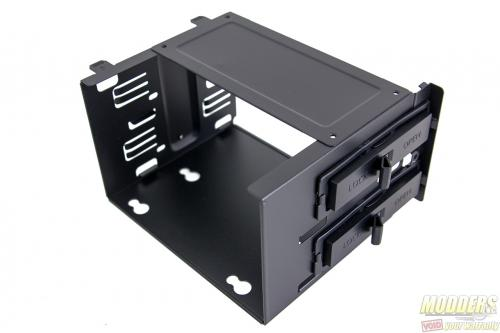 "MasterBox 5 5.25"" tool-free mounts (metal)"