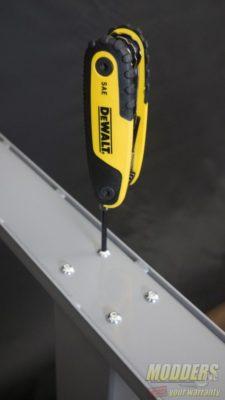 λutonomous-λ SmartDesk 2 Review Fastening bolts to foot base