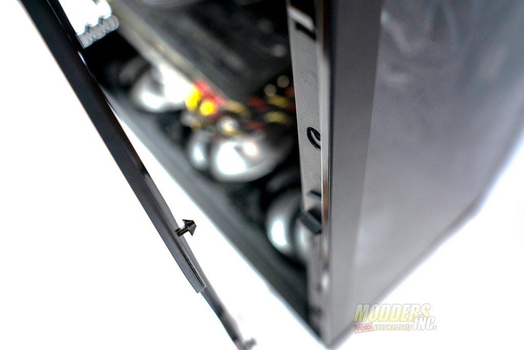 Antec P120 Crystal door lock