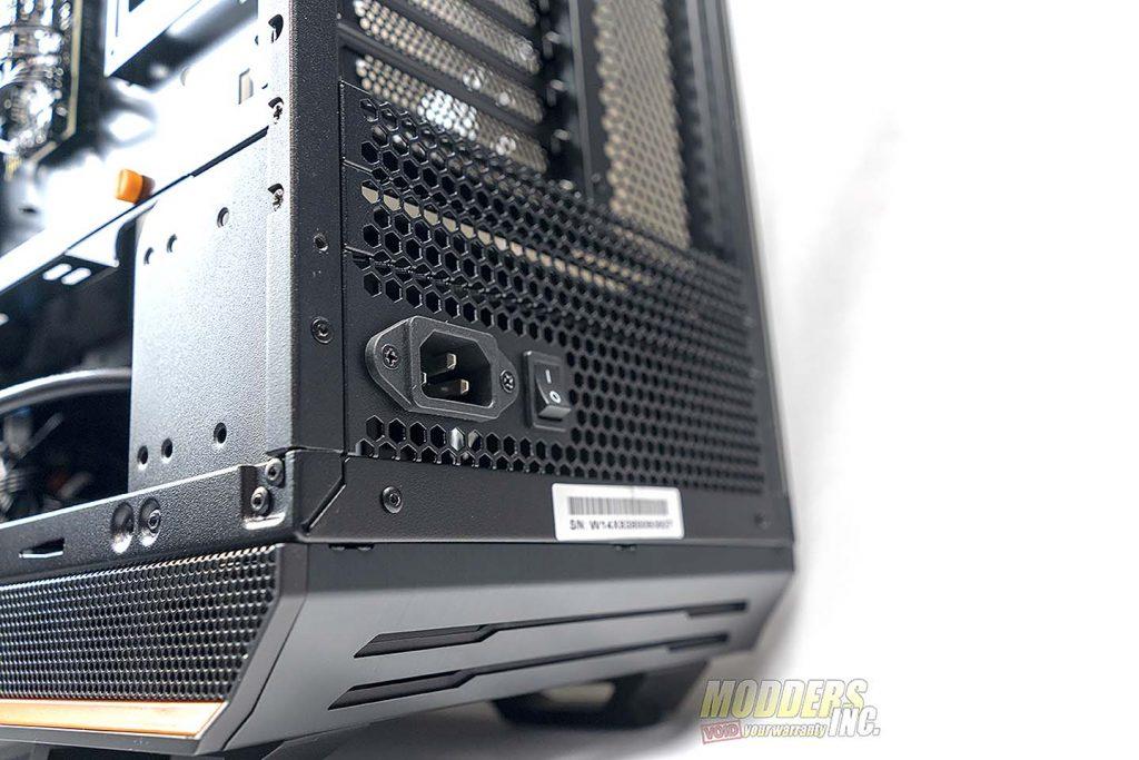 Dark Base Pro 900 back plug